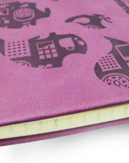 Tłoczenie na fioletowym kalendarzu