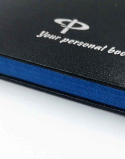 Brzegi kalendarza barwione na niebiesko
