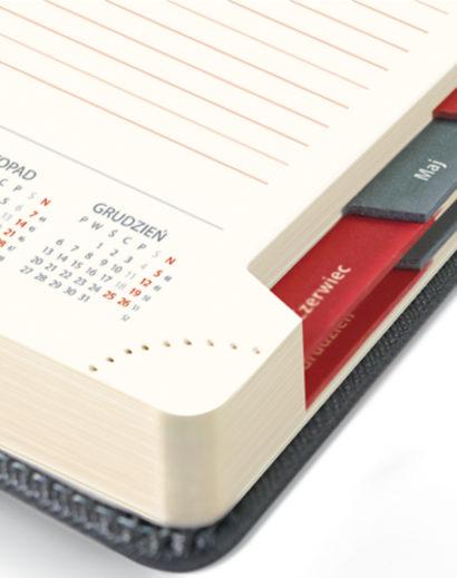 Brzeg tygodniowego kalendarza A4
